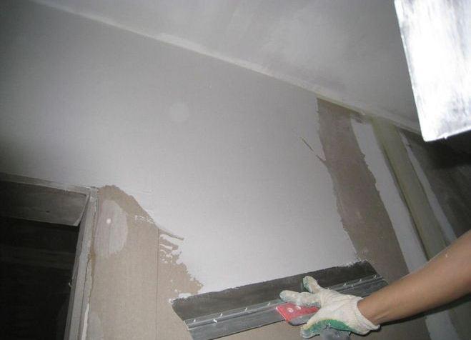 Какую шпаклевку лучше выбрать для стен под обои?