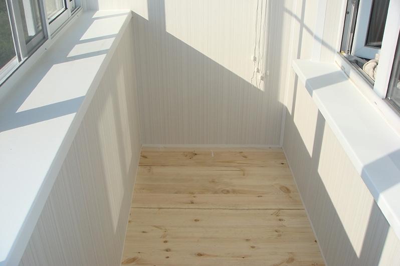 Варианты отделки балкона в