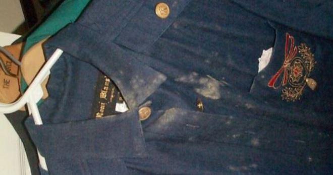 Как отстирать плесень с одежды? Чем можно отмыть плесень с ткани и коляски в домашних условиях, как удалить грибок с одежды в стиральной машине