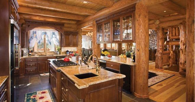 дизайн кухни в деревянном доме идеи для отделка потолка фартука штор