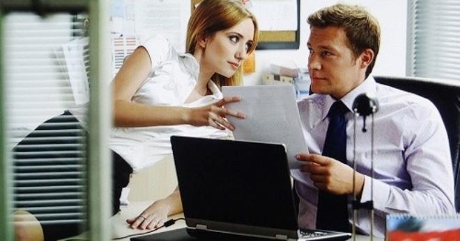 Роман на работе с коллегой, стоит ли заводить отношения?