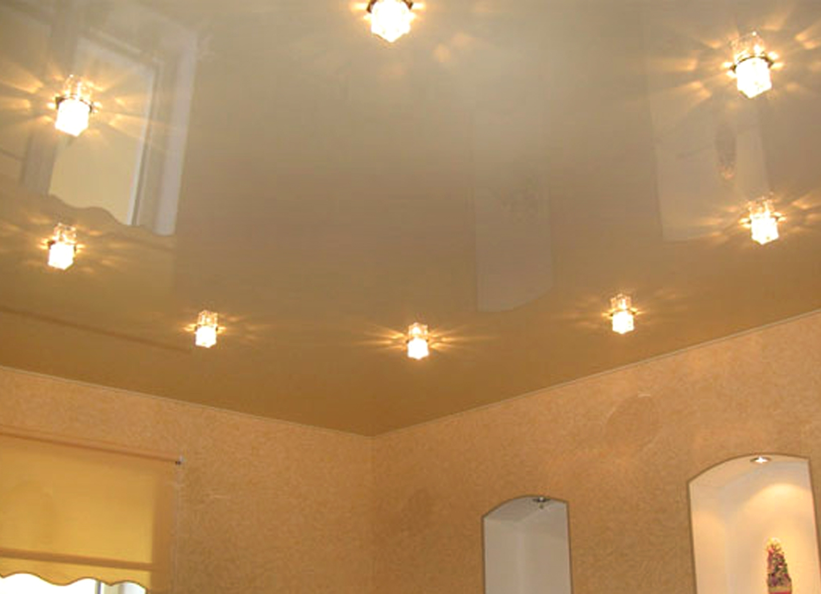одноуровневые натяжные потолки для кухни фото