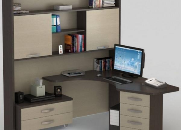 угловой письменный стол с надстройкой и шкафчиками