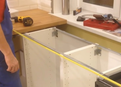 как крепится столешница на кухонном гарнитуре видео