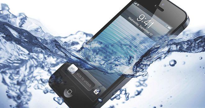 Как вернуть телефону жизнь после падения в воду
