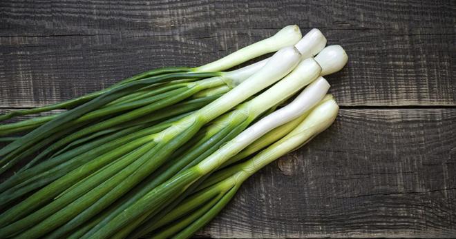 Чем полезен зеленый лук для здоровья и красоты?