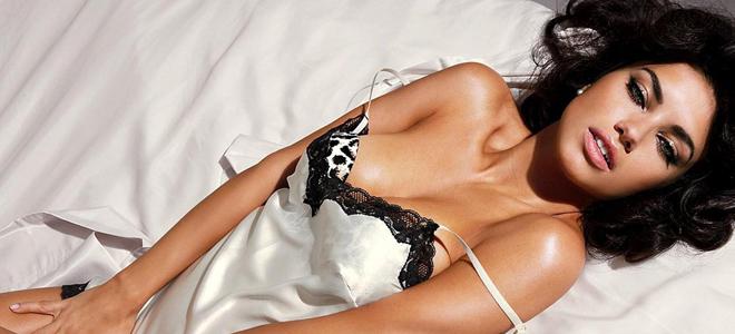 Вред и польза женской мастурбации клитора, ебет пышку на спине раздвинув ноги порно