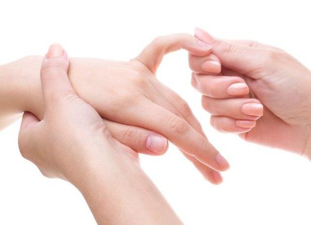 Немеет мезинец на левой руке