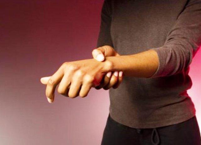 Немеет безымянный палец на левой руке причины