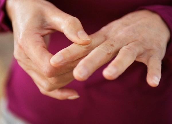 Немеет указательный палец левой руки