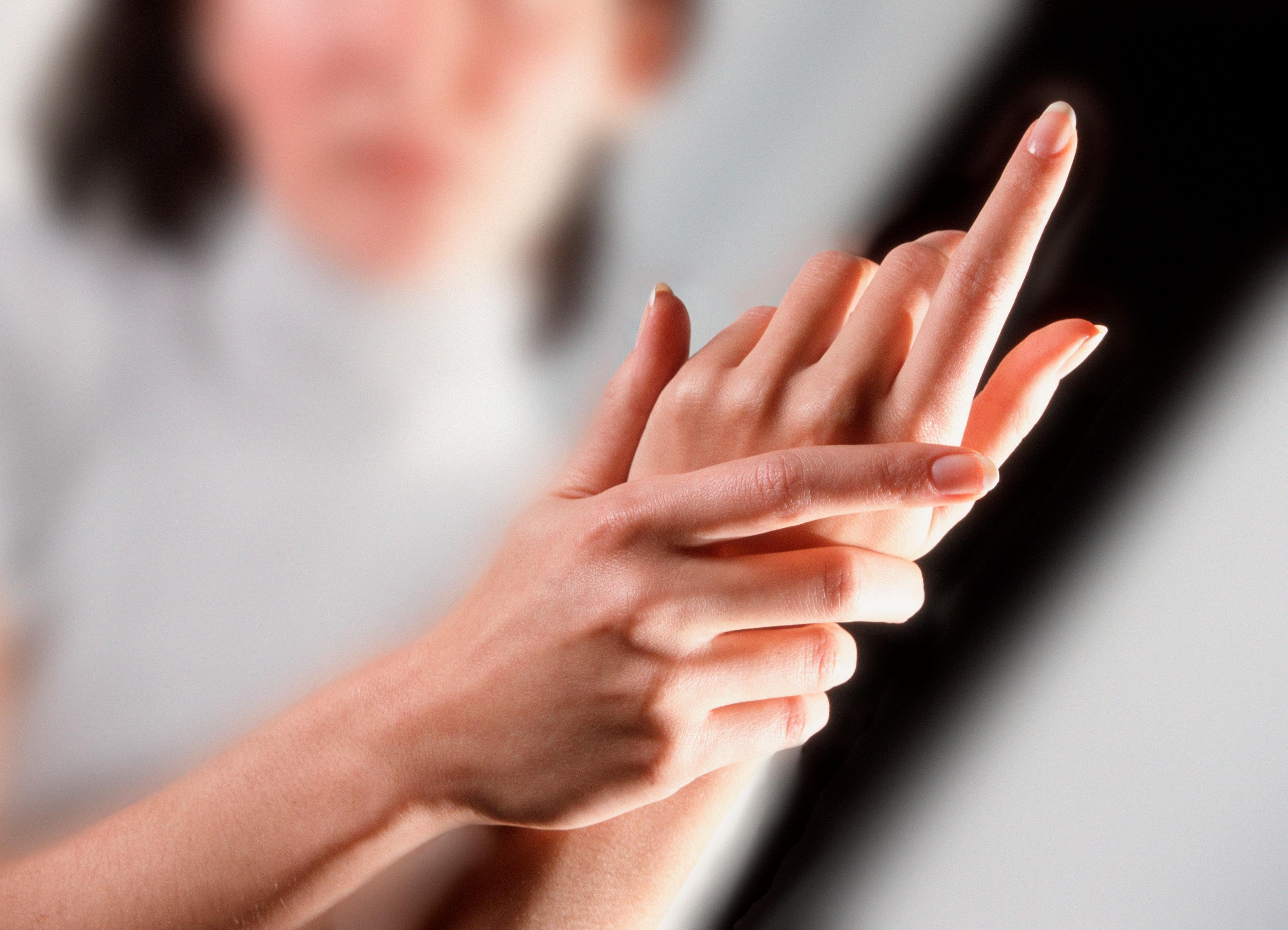 Что делать если болят суставы пальцев рук Чем лечить кисти рук