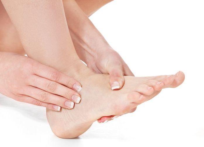 Чем мазать растяжение на ноге