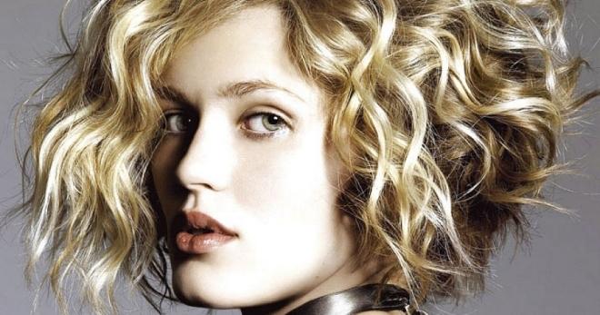 Прически с кудрями – лучшие варианты для волос любой длины