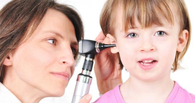 Как и что можно капать ребенку в уши при отите – правила закапывания в ушки новорожденному и детям старше 18