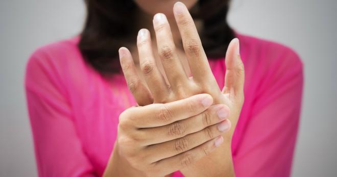 Немеет левая рука – как выявить причины и правильно провести лечение?