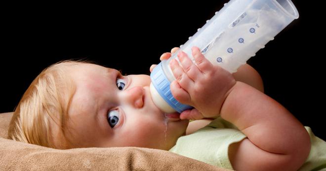 Как быстро отучить ребенка от бутылочки когда начинать