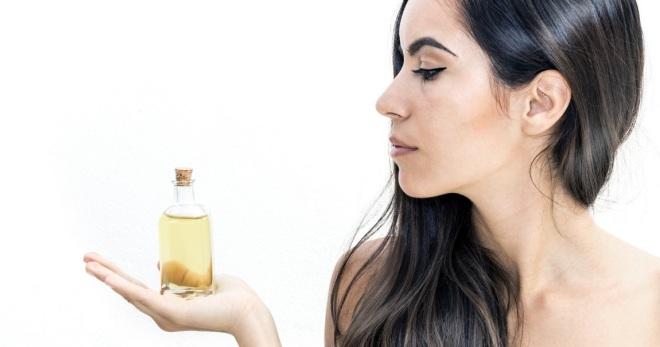 Huile de perte de cheveux - les meilleurs gras essentiels et cosmétiques et les masques efficaces 6
