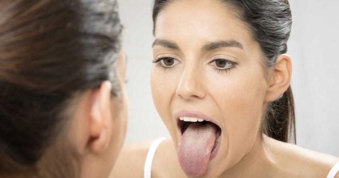 Зеленый налет на языке у взрослого и ребенка