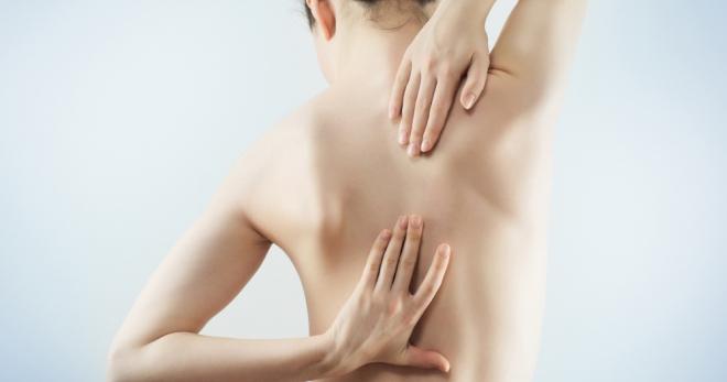 Боль под правой лопаткой сзади со спины – виды и причины неприятных ощущений