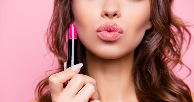 Как правильно красить губы матовой помадой?