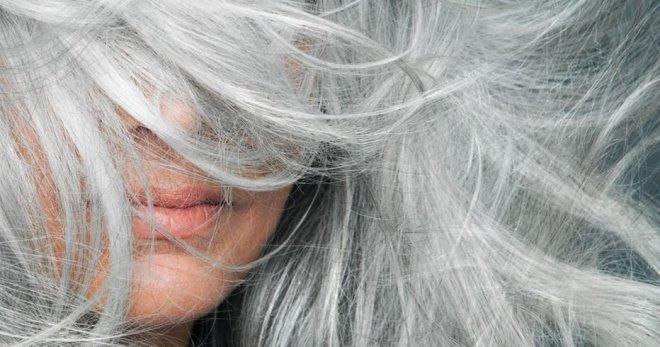 Почему седеют волосы у молодых женщин