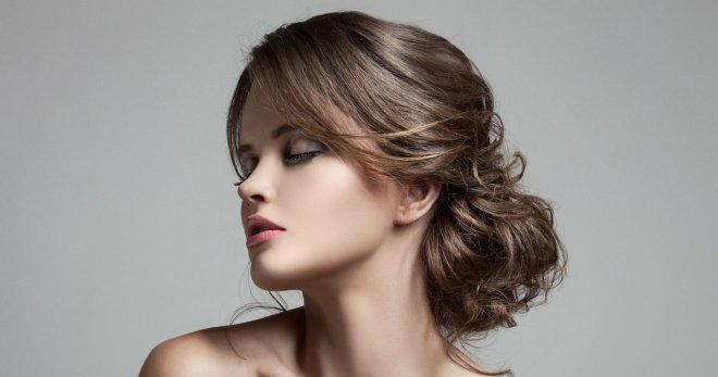 Прическа на средние волосы на торжество – 25 вариантов праздничной укладки