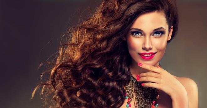 Стрижки на волнистые волосы (84 фото): что подходит для длинных вьющихся или кудрявых волос? Как модно подстричь короткие и средние пушистые волосы?