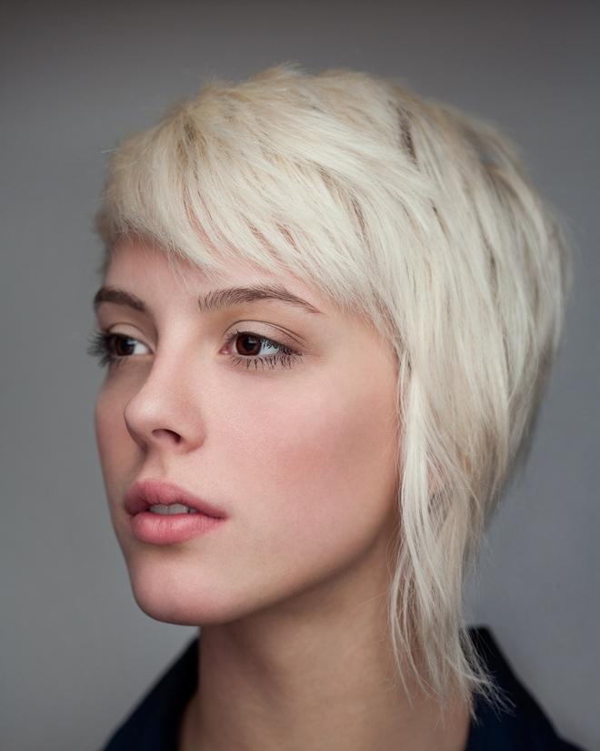 Прически на короткие волосы с челкой 3