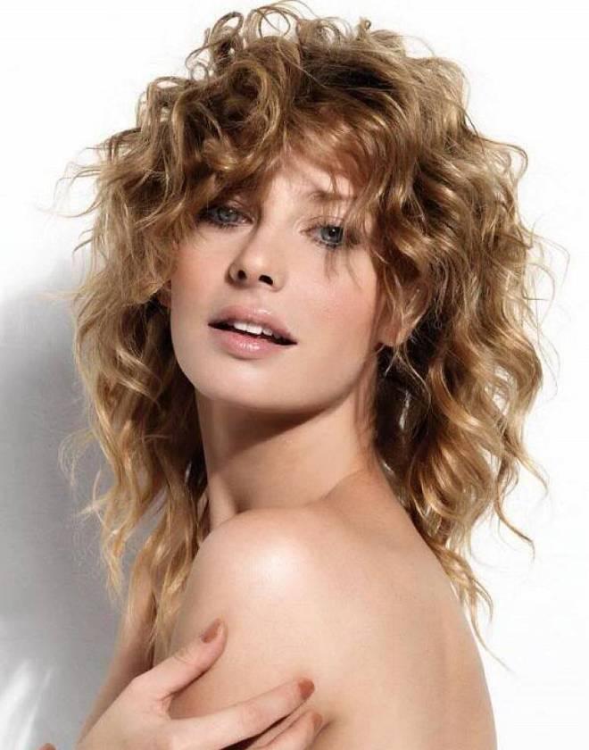 стрижка каскад на вьющиеся волосы 2