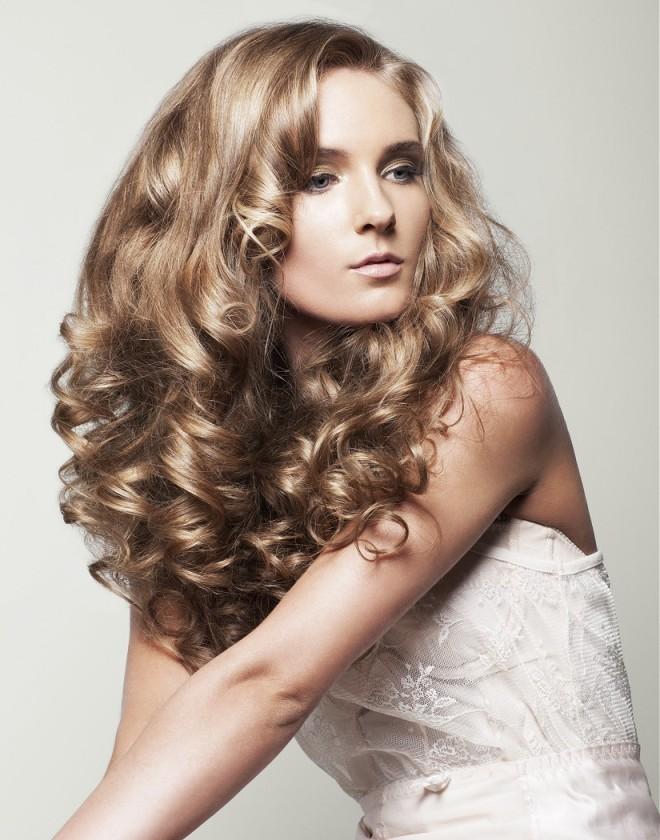 стрижки на длинные вьющиеся волосы 3