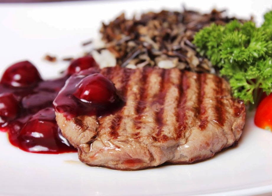 Придумала его сама, так как обожаю мясо по-французски, но, к сожалению, в моей семье только я его и люблю.