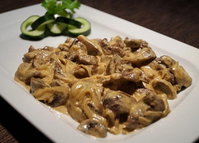 говядина с грибами в сметанном соусе рецепт