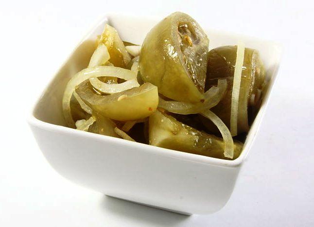 Маринованный салат из зеленых помидоров