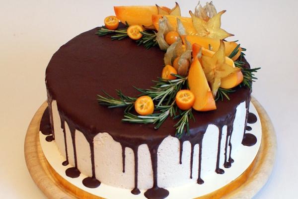 Торт рыжик с фруктами