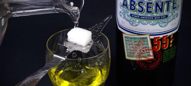 Как правильно пить абсент с сахаром