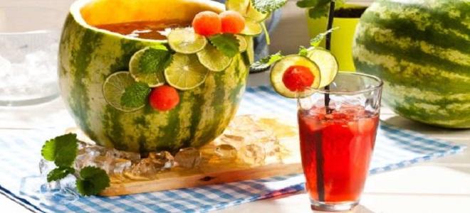 Алкогольный коктейль в арбузе с ромом