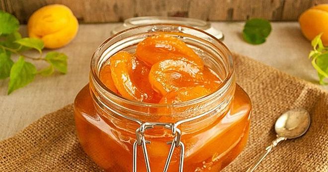 Варенье абрикосовое на сковороде 1