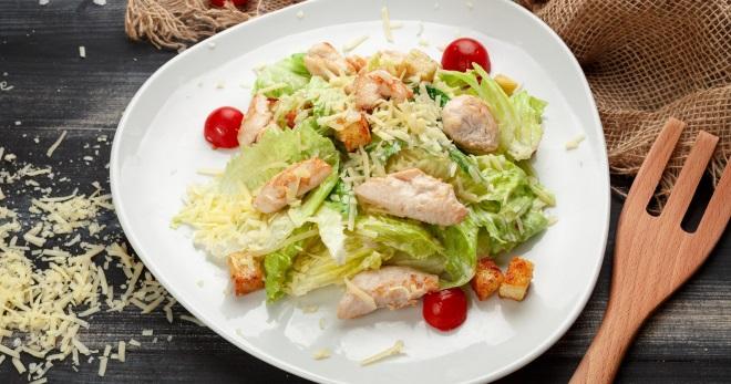 рецепт салата цезарь с курицей и ананасами