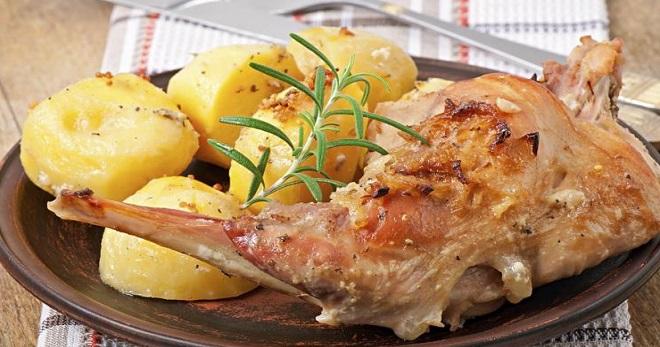 Жаркое из кролика с картошкой в духовке