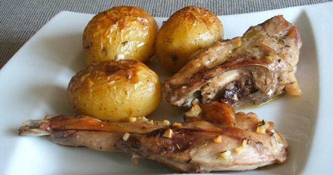 Кролик с картошкой в духовке - вкусные рецепты для торжества и на каждый день