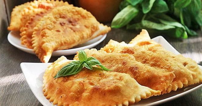 Чебуреки с сыром - восхитительно вкусные рецепты хрустящего теста и тягучей начинки