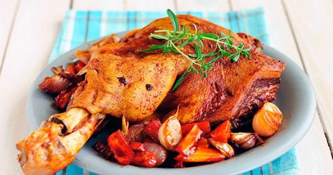 Свиная рулька, запеченная в духовке - лучшие рецепты вкуснейшего сытного блюда