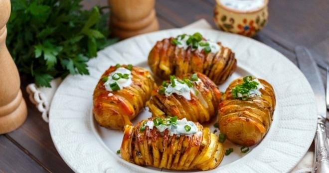 Картошка с курицей и беконом в сливочном