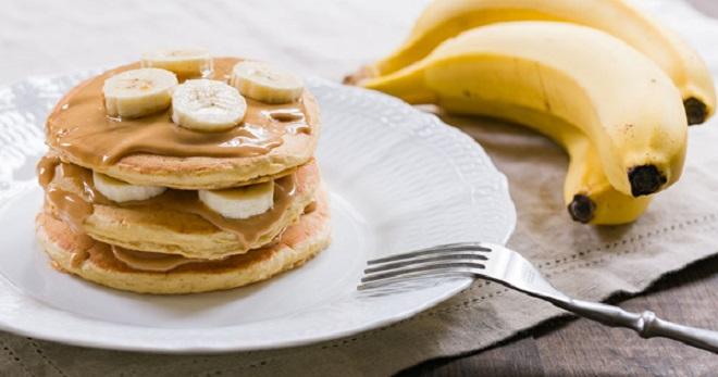 Банановые оладьи - лучшие идеи приготовления простого блюда на завтрак