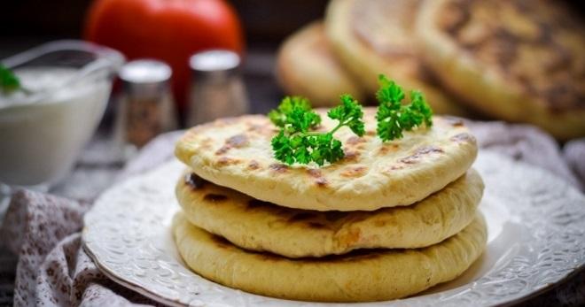 Лепешки на сметане, как у бабушки — 5 рецептов приготовления в духовке и на сковороде