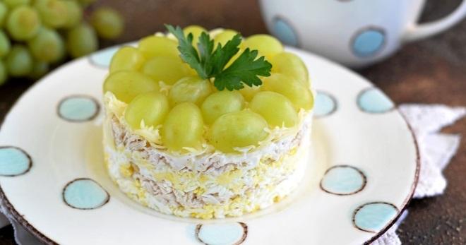 Классический рецепт салата Тиффани с курицей и виноградом пошагово. Как приготовить вкусный салат Тиффани с говядиной, кедровыми орешками, шампиньонами, ветчиной, кальмарами?