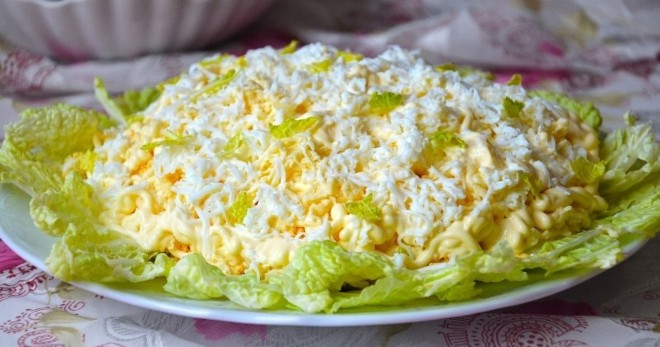 Салат «Невеста» по классическому рецепту и с курицей, свеклой и пекинской капустой