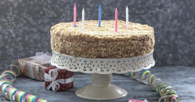 Торт на день рождения - лучшие рецепты и идеи украшения десерта
