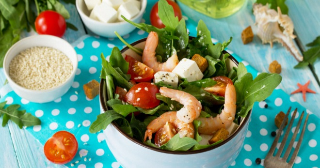 Легкий салат с креветками – восхитительно вкусное блюдо с простыми рецептами!