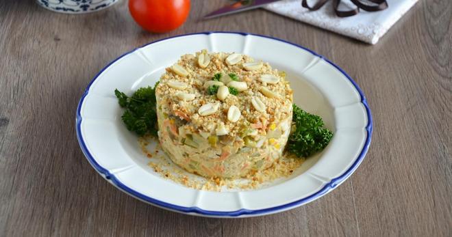 Салат с консервированными шампиньонами и курицей - лучшие рецепты легкой закуски
